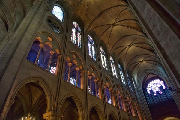 interior-of-notre-dame-cathedral_t20_QzowQa
